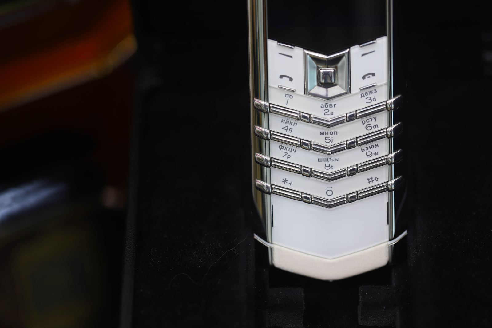 Vertu Signature S Pure White 4